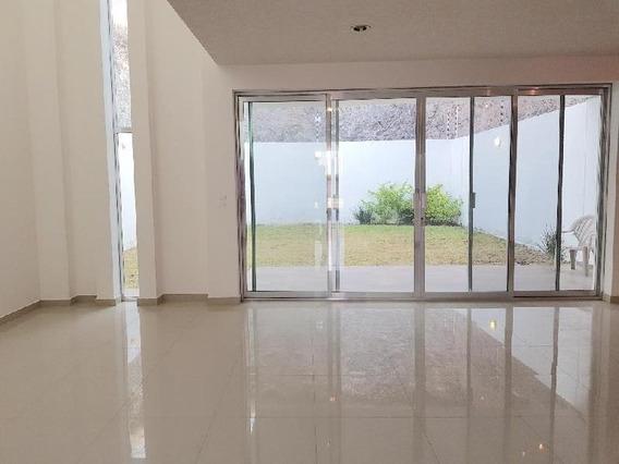 Casa Con 4 Recámaras Venta O Renta, Cumbres Del Lago Juriquilla, Amplio Jardín.