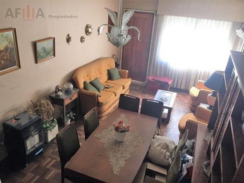 Venta De Casa Dos Dormitorios Patio Parrillero En Centro