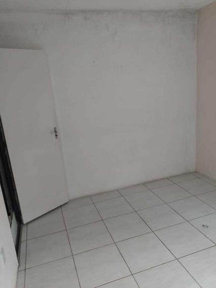 Casa Com 1 Quarto, Banheiro,cozinha,sala, Área De Serviço