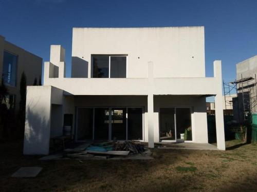 Imagen 1 de 2 de Casa En Barrio Los Tilos Casi Terminada De Categoria
