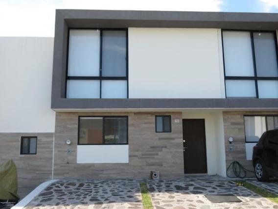 Casa En Renta En El Refugio # 20-300 Jl