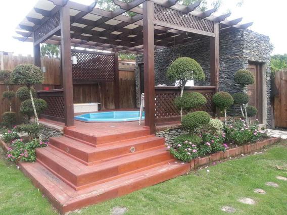 Villa En Venta En Jarabacoa, Con Piscina Común, 4 Habitacion