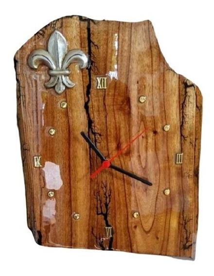 Relógio De Parede Rústico Madeira Resina Epoxi Flor De Liz