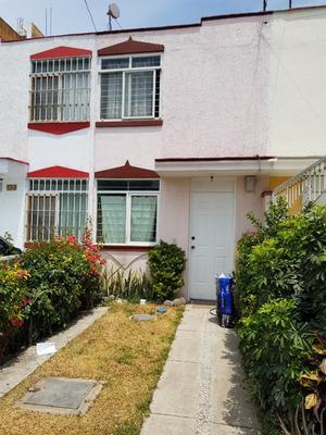 Casa Con Excelente Ubicación En Jardines Del Valle