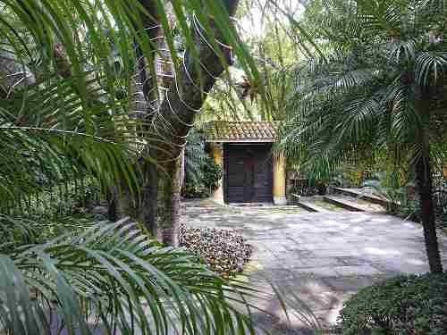 Se Vende Residencia Estilo Colonial De Acabados Finos Con Techos Altos Y Seguridad Estricta En Cuernavaca