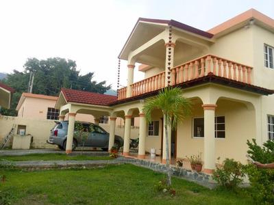 Casa De Venta En Zona Residencial En Jarabacoa (rmc-144)