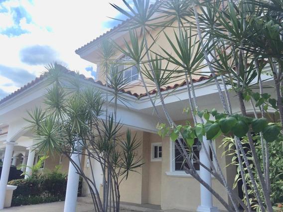 Casa En Venta Palmeras Del Este #19-10478hel** En Costa Del