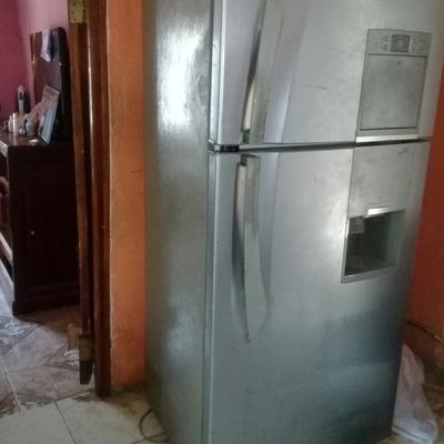 Se Vende Refrigeradora A 100 Dolare. Interesados Llamar Al