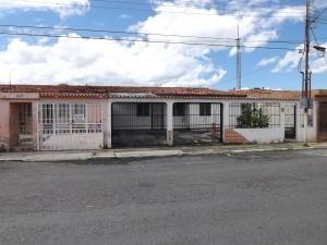 Casa En Venta Los Guayos Valencia Carabobo 20-4133 Rahv