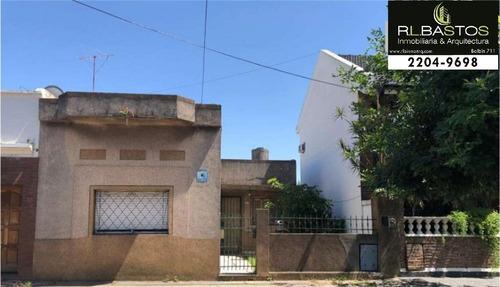 Imagen 1 de 1 de Casa De 3 Amb De 213 M2 A Refaccionar.