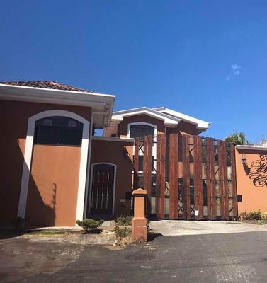Casa En Cond. Dos Plantas , 2 Hab.3 Baños, Walking Closets,