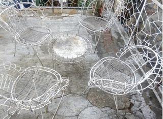 Muebles De Jardin En Hierro, Requieren Un Poco De Pintura