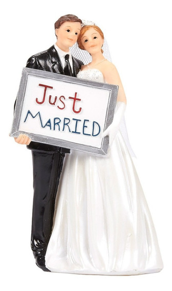 Novio Y Novia Con Letrero Just Married Para Pastel De Bodas