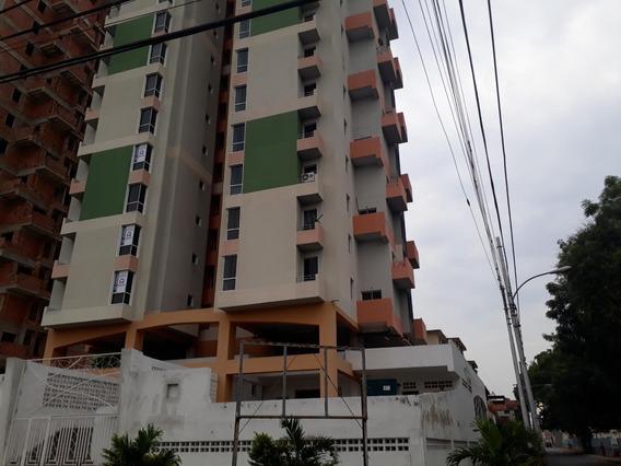 Apartamento En Venta Zona Centro- Maracay 21-7198hcc