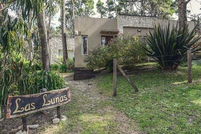 Casa De 3 Ambientes, Jardín Con Deck Y Parrilla