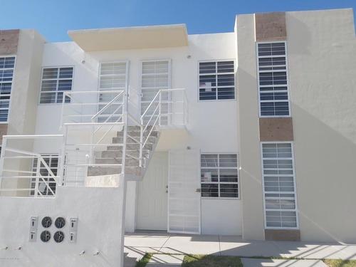 Departamento En Venta En Eduardo Loarca, Queretaro, Rah-mx-20-762