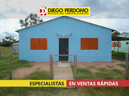 Casa De 2 Dormitorios En Alquiler, Libertad.
