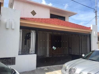 Se Vende Casa De Tres Recamaras, En Residencial Pensiones