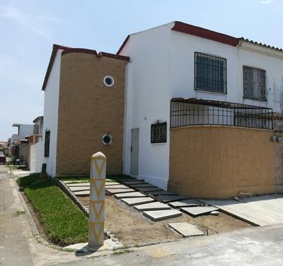 Casa 3 Recámaras, 1.5 Baños, Estudio, Alberca En Area Común