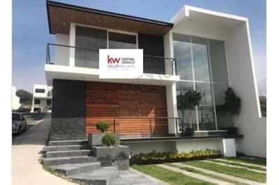 Moderna Casa E Inteligente En Lomas De Juriquilla