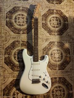 Guitarra Eléctrica Fender Squiert Stratocaster. Inmaculada