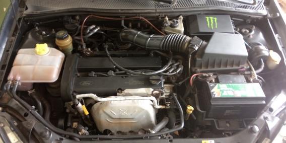 Ford Focus Sedan 2.0 Ghia 4p 2004