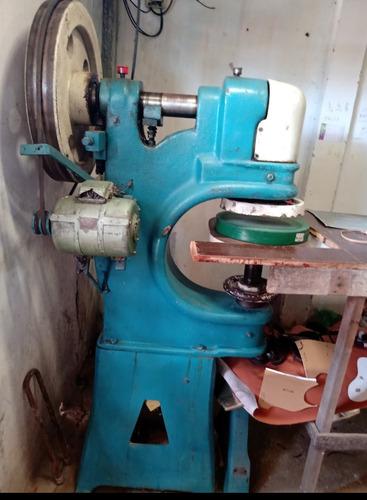 Imagem 1 de 3 de Vendo Uma Máquina De Corte Para Calçados, Bolsas, Carteiras.