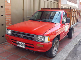 Toyota Hilux 4x2 Estacas.