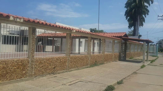 Terreno Con Local En Venta En Barcelona