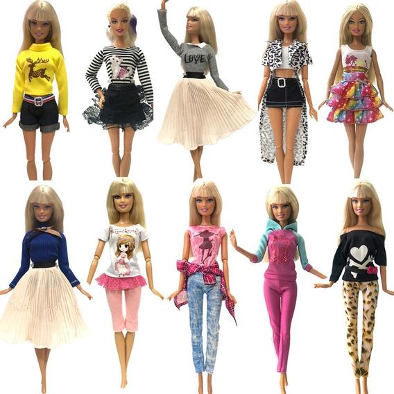 Boneca Barbie 5 Roupas + 40 Acessórios + 40 Sapatinhos Susi