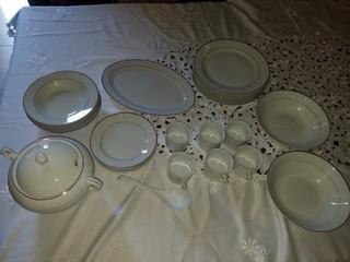 Remato Vajilla Color Blanco Con Vista En Dorado De Porcelana