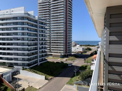 Apartamento En Brava- Ref: 614