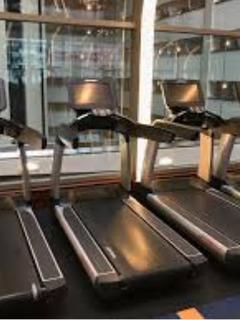 Esteira Life Fitness Discovery Se