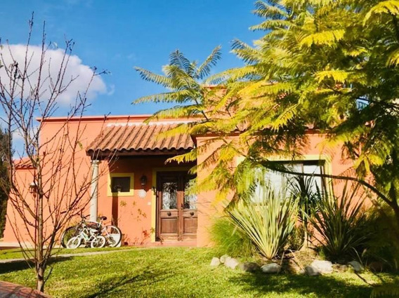 Venta De Casa En Santa Guadalupe, Pilar Del Este, Pilar.