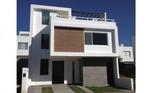 Hermosa Casa En Venta Con Roof Garden, Cuenta Con 3 Niveles