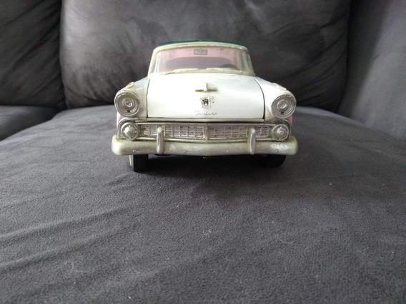 Miniatura Ford Fairlane Crown Victoria Escala 1:18