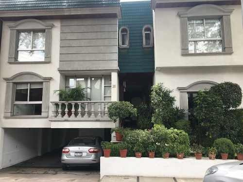 Excelente Casa En Calle Cerrada Con Muy Buena Ubicación