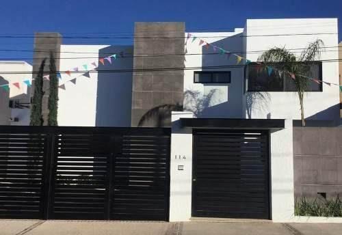 Residencia De Autor En Juriquilla, Acabados Premium, Gran Jardín Y Terreno Única