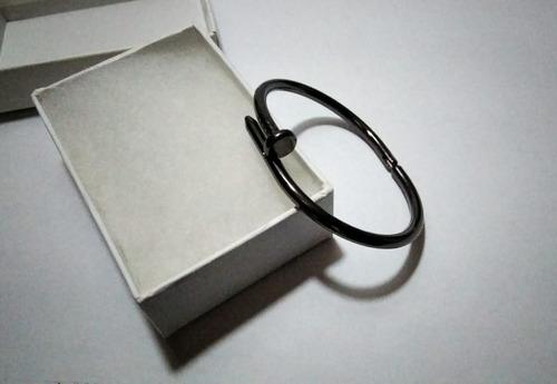 Pulsera Bangle Modelo Clavo  Color Negro