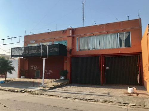 Gran Galpón - Local Industrial + Depósito. Sobre Calle Santa Lucía.