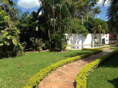 Hermosisima Residencia En Esquina Amplio Jardín Inmejorable Ubicación