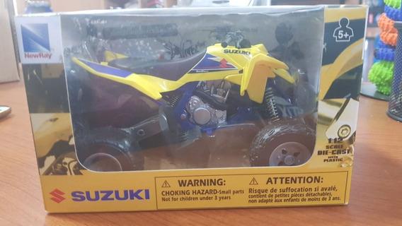 Replica-juguete Cuatriciclo Suzuki Quadracer R450 1:12