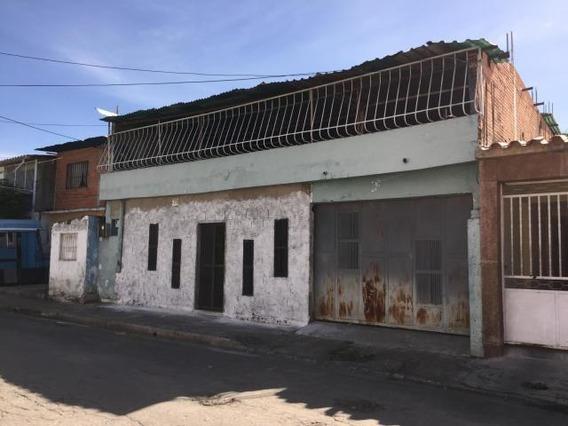Casa En Venta Urb. El Piñonal- Maracay 20-933hcc