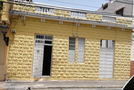 Casa De Dos Habitaciones En Zona Colonial