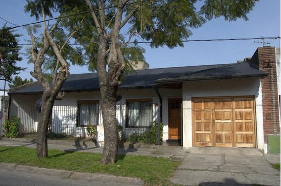 165 Entre 14 Y 15, Casa En Venta, Berisso.-