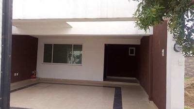 Hermosa Casa Con 3 Recamaras Ubicada Dentro De Fraccionamien