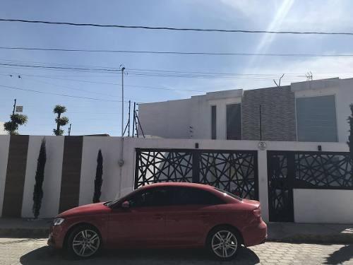 Vendo Hermosa Casa Tipo Loft En-san Miguel Totocuitlapilco, Metepec Estado De México.