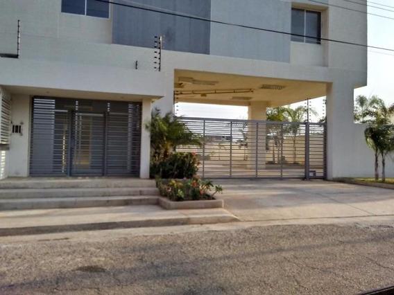 Veronica Ch. Vende Apartamento Av. Las Delicias Maracaibo