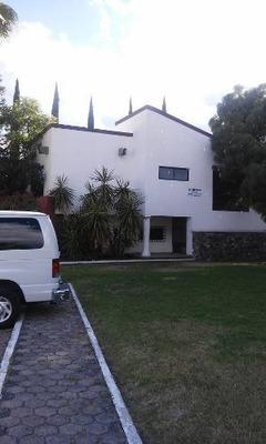 Hermosa Casa En Juriquilla, Fraccionamiento Cerrado, Zona De Plusvalía.