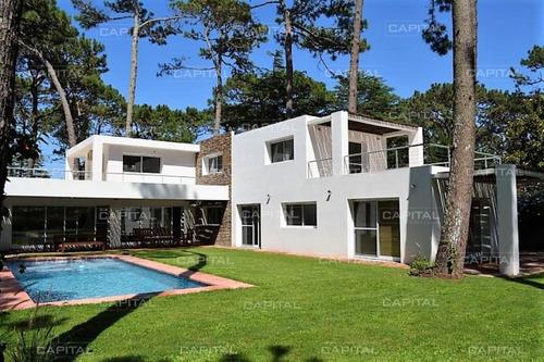 Moderna Casa A Pasos De Playa Mansa- Ref: 31043
